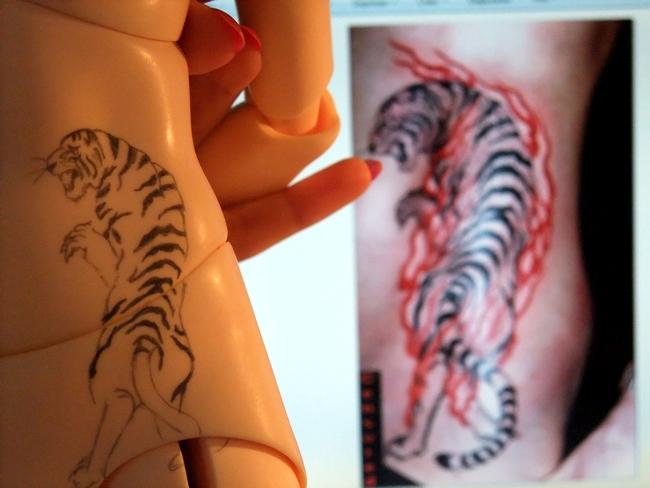 °Oo*~° les tatouages de kyo °~*oO° ETAPE 1 ! tigre! 433648DSCF3037