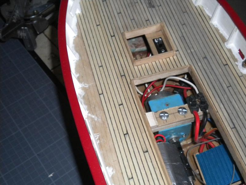 barque chalutiére au 1/20è d'après plans - Page 6 500916DSCN2398