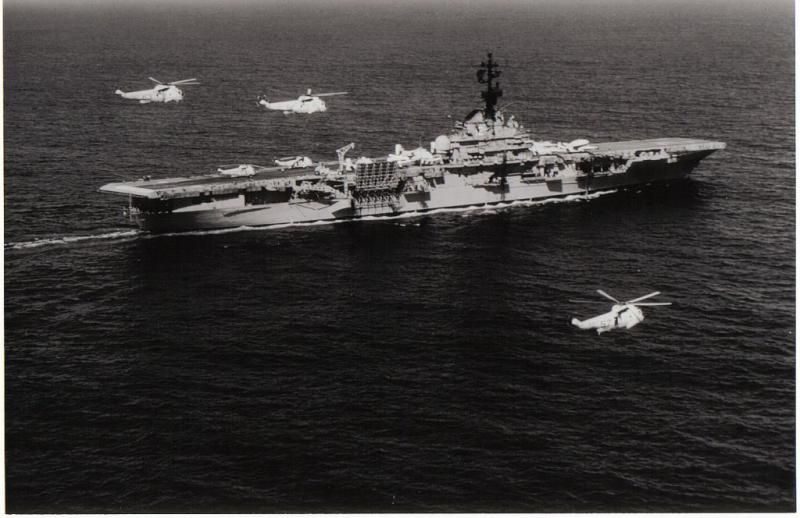 SIKORSKY S-61 SEA KING 620352Sea_King_USS_Hornet