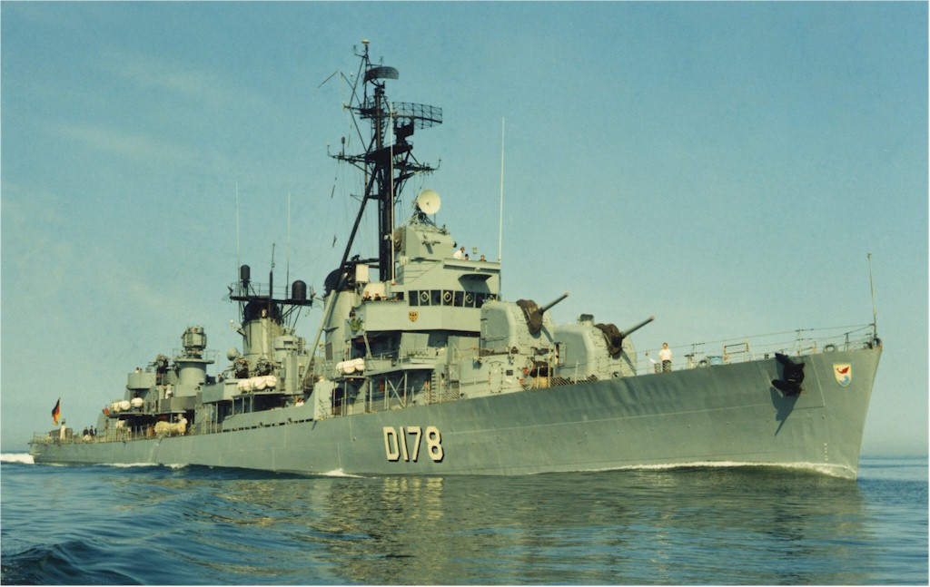 DESTROYERS LANCE-MISSILES CLASSE CHARLES F. ADAMS - Page 2 632527Z4