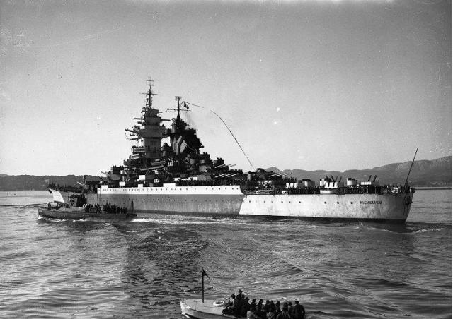 FRANCE CUIRASSES CLASSE RICHELIEU 63850Richelieu_Toulon_11_fevrier_1946_2
