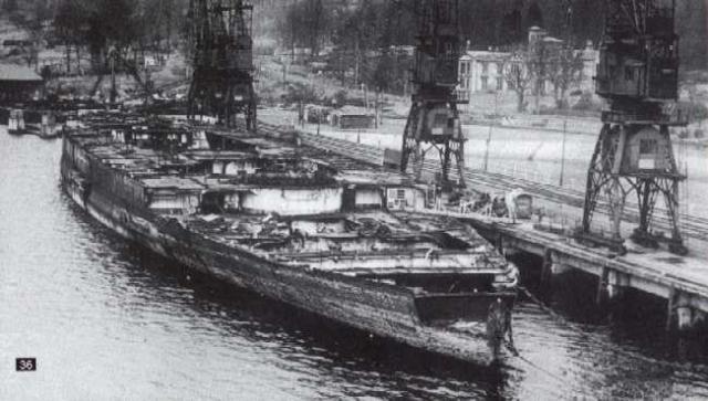 ROYAL NAVY CUIRASSES CLASSE IRON DUKE 669010HMS_Iron_Duke_demolition_Fastlane_1948
