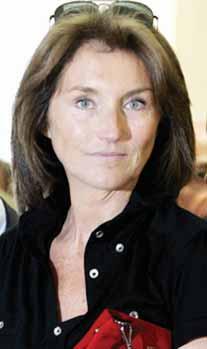 «كارلا.. حياة سرية» كتاب يثير جدلا في فرنسا (عارضة الأزياء توقع الرئيس)   671539Pictures_2010_09_22_90b97ab1_9f6d_4f6f_8367_05ffd4f0b75b