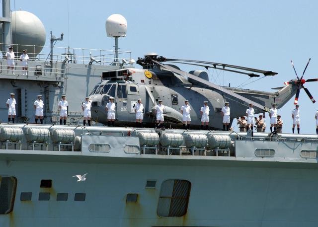 SIKORSKY S-61 SEA KING 671912SeaKingHAS6_HMS_Invincible_2004