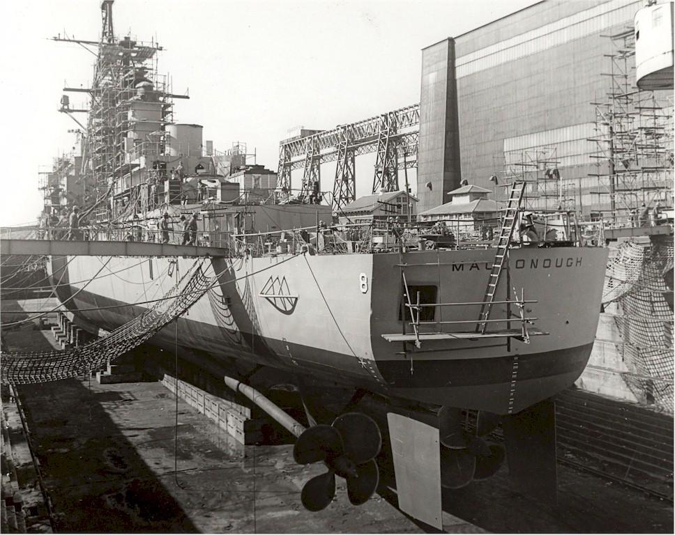 DESTROYERS LANCE-MISSILES CLASSE FARRAGUT 721039USS_Macdonough_Philadelphia_Navy_Yard_1973