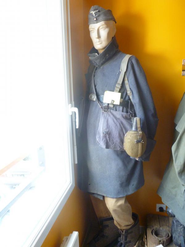 Officier Français à Monte Cassino 44 avec un pow luftwaffe - Page 2 727265P1010101