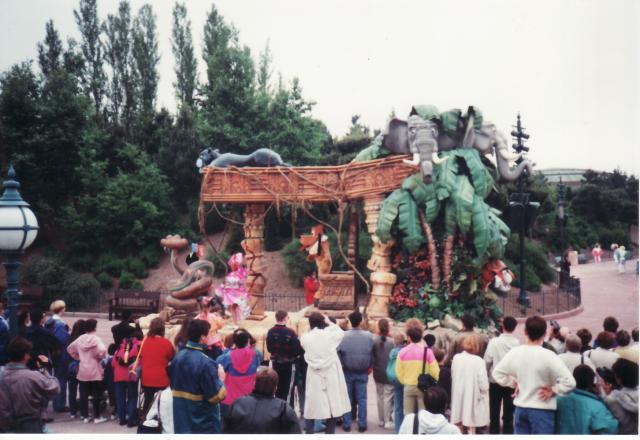 Anciens spectacles et parades de Disneyland Paris - Page 4 778642Jun29_16