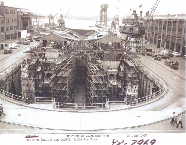 DESTROYERS LANCE-MISSILES CLASSE FARRAGUT 8016USS_King_et_USS_Coontz_construction
