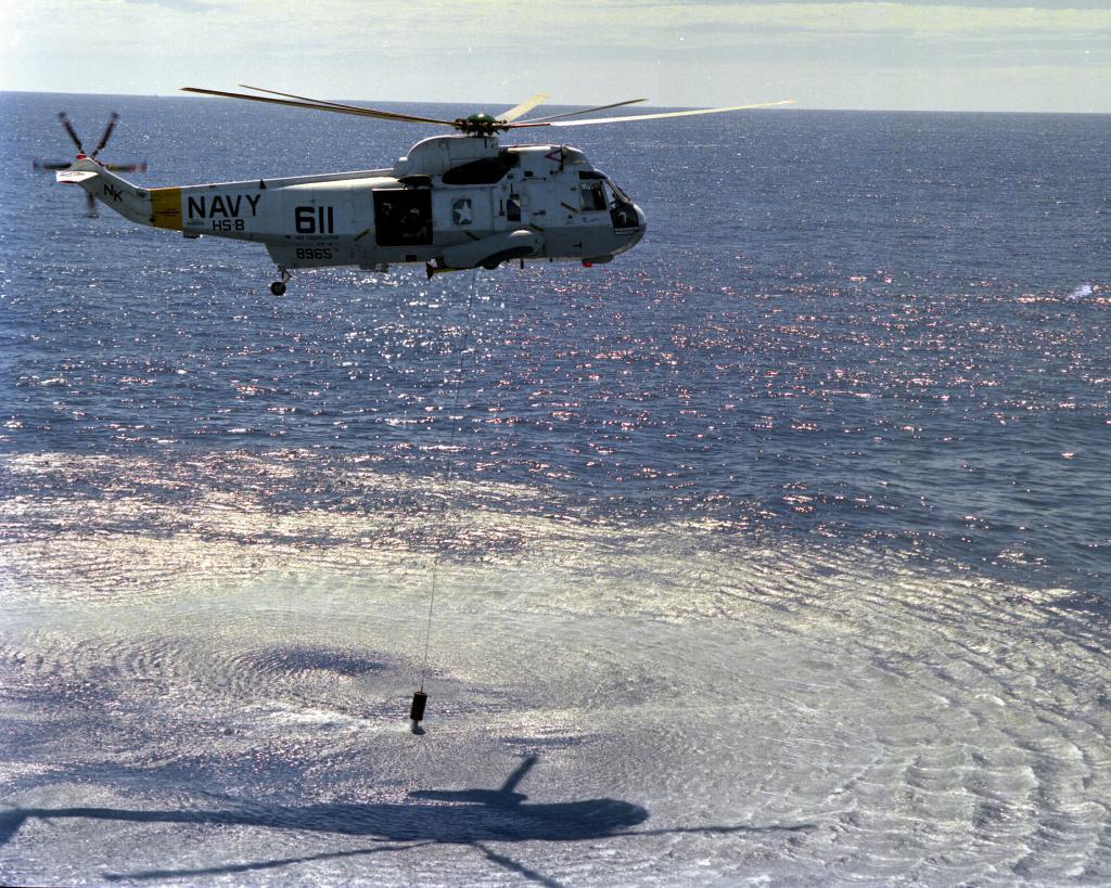 SIKORSKY S-61 SEA KING 874426SH_3H_sonar_HS_8_CV_64_1989