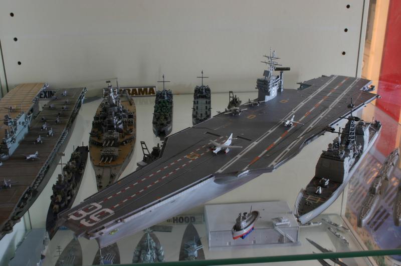 USS George Washington (CVN-73) de chez Revell au 720ème 9334044586666698_ef8bf0b48c_b