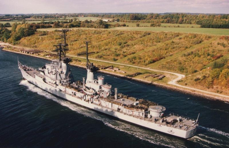 DESTROYERS LANCE-MISSILES CLASSE CHARLES F. ADAMS - Page 2 965510FGSMolders1992