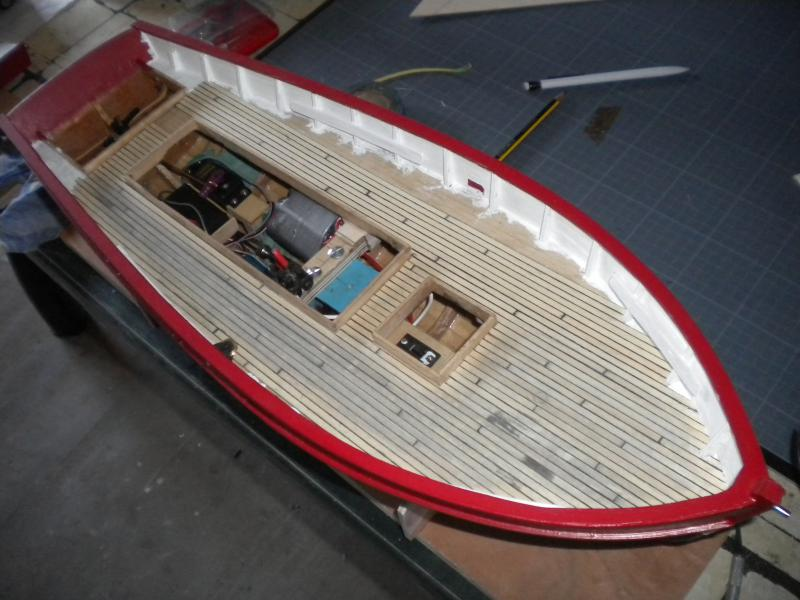 barque chalutiére au 1/20è d'après plans - Page 6 975220DSCN2396