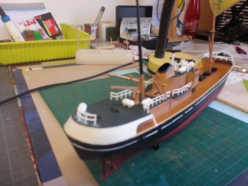 NorthSea Fishing Trawller de Revell au 1/142° - Page 2 112138CH16