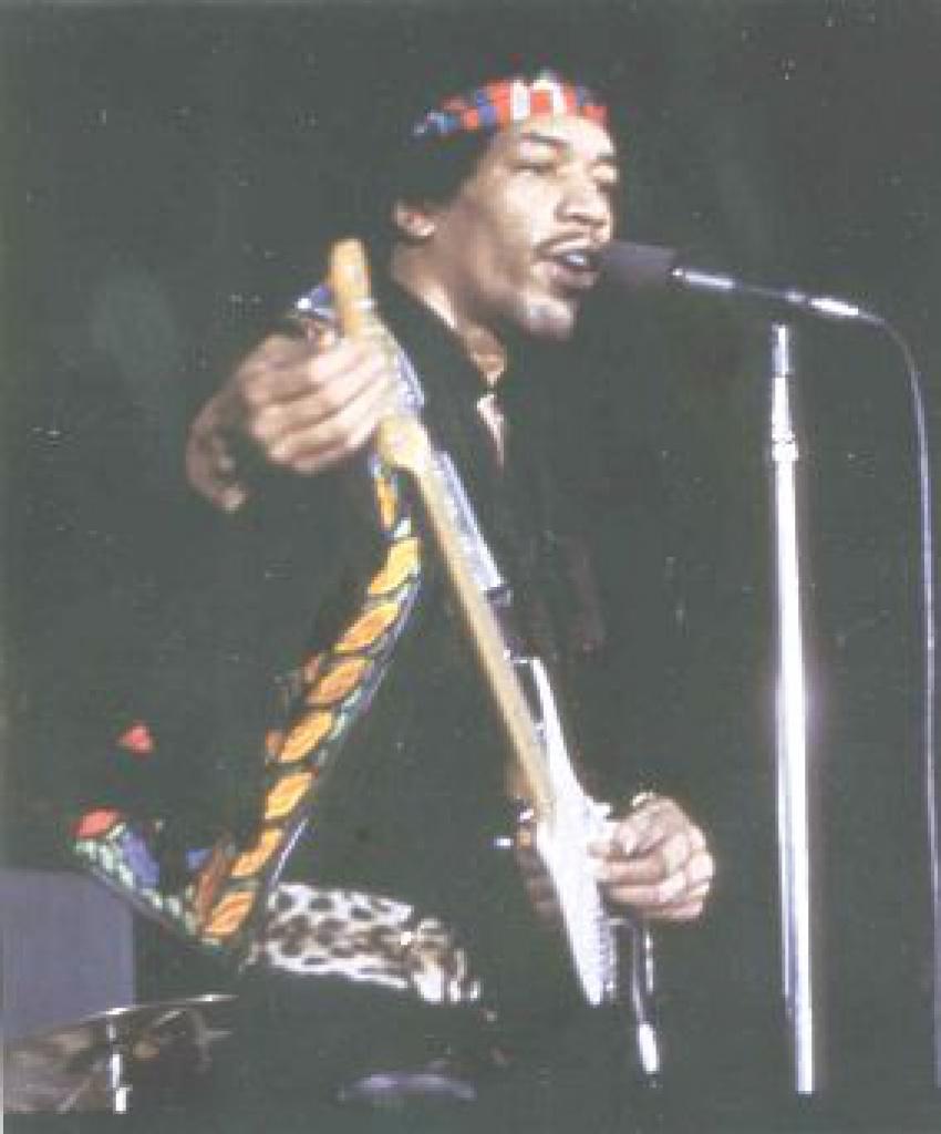 Los Angeles (LA Forum) : 25 avril 1970   - Page 2 11830719700425hendrixredbandana