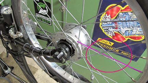 Rayonner les roues : outils et techniques - Page 3 123152Rayonpar2entrelace