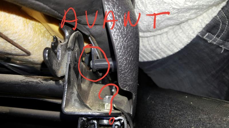 Conseils pour démontage vis cache plastique du siège car ne s'avance plus lors du basculement. 12425920161211191223