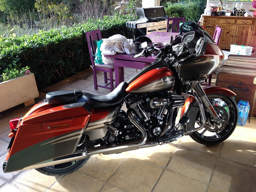 Road Glide CVO, combien sommes nous sur Passion-Harley - Page 6 127974roadglideconcession038