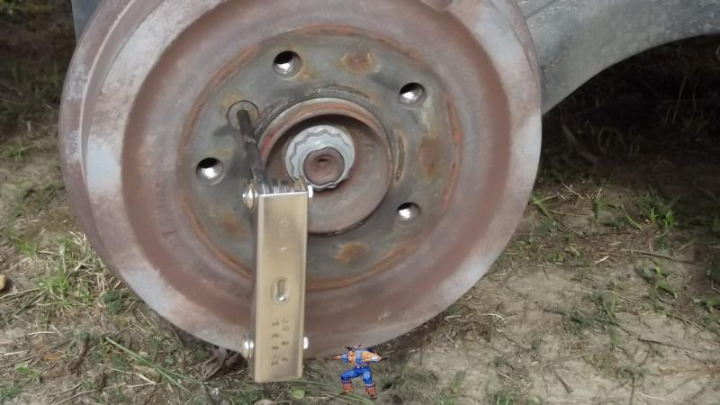 [BMW 316i E36 M40 1992] Tutoriel + photos freinage arrière tambours (résolu) 1291325clallendevissagetambour