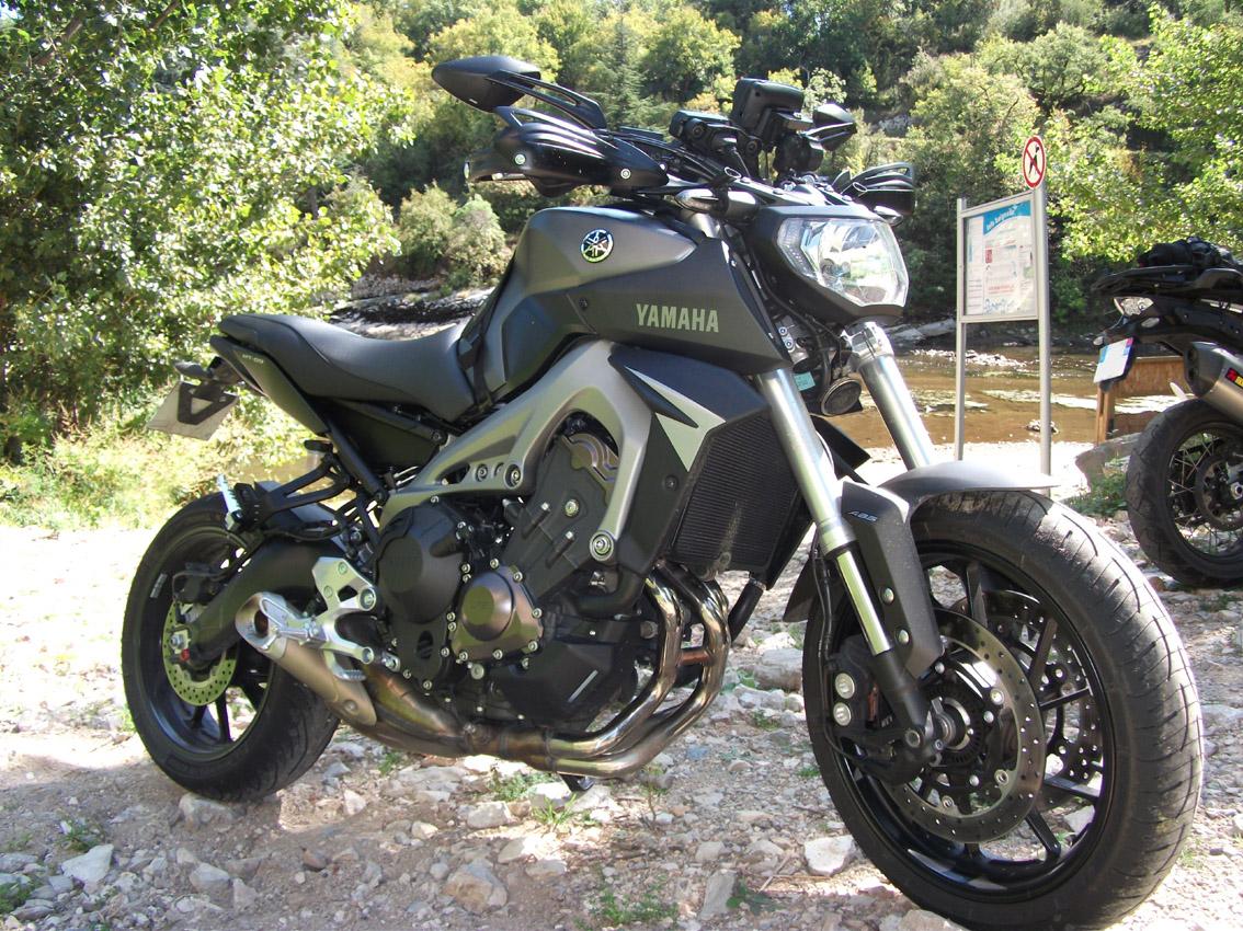 Photos de toutes les Yamaha MT-09 du forum ! :) 134642Y3pates