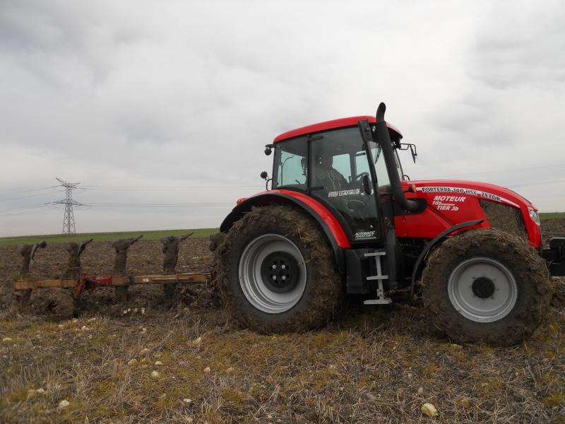 Photos de tracteurs Zetor  - Page 2 140982TRACTEURZETORHSX140009