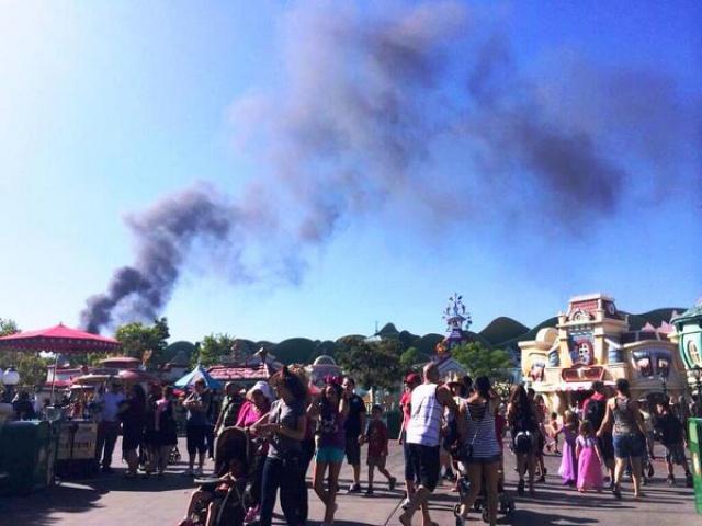 Disneyland Resort ferme toutes ses attractions suite à un tremblement de terre.  141642df3