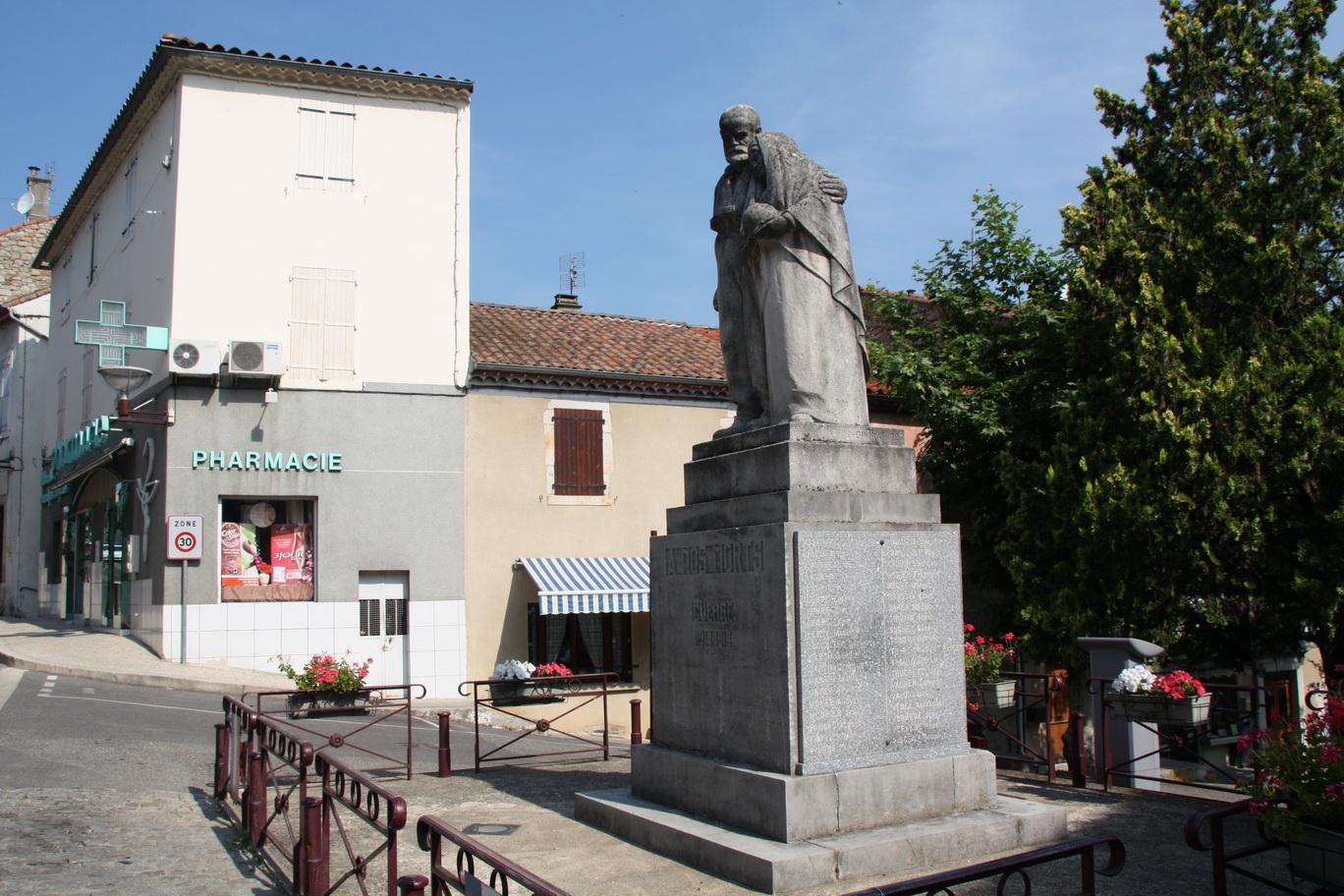 [Histoires et Histoire] Monuments aux morts originaux Français Tome 1 - Page 22 147208JOYEUSE37