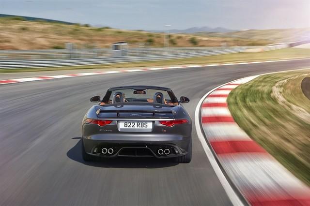 Nouvelle Jaguar F-TYPE SVR : La Supercar Capable D'atteindre 322 km/h Par Tous Les Temps 147729JAGUARFTYPESVR26CONVERTIBLETrackLowRes