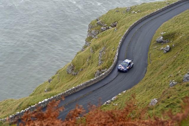 Saison réussie, conclue par une 12ème victoire : Volkswagen et Ogier victorieux au Rallye de Grande-Bretagne  160126md2vwgb15112015ogieringrassia