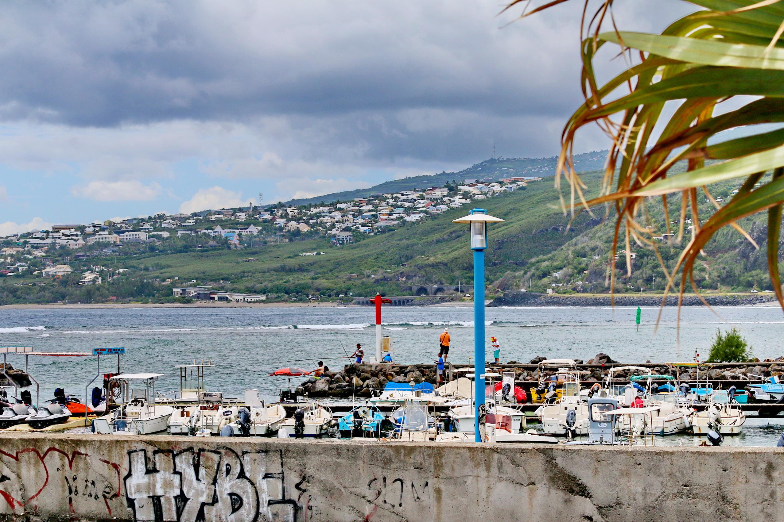 [Vie des ports] Les ports de la Réunion - Page 3 160702stpierrestleu70d096