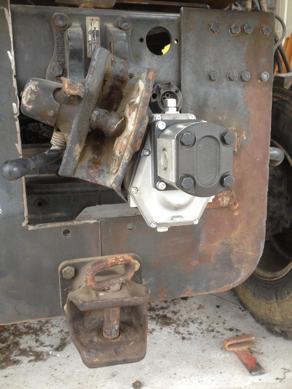 pompe hydraulique pour grue Marrel - Page 2 162688photo2