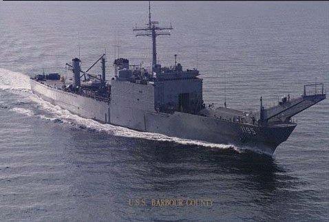 LANDING SHIP TANK (LST) CLASSE NEWPORT  171193USSBarbourCountyLST11952