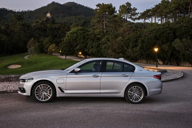 BMW Group au salon de Detroit NAIAS 2017 172860P90244225highResbmw530eiperformanc