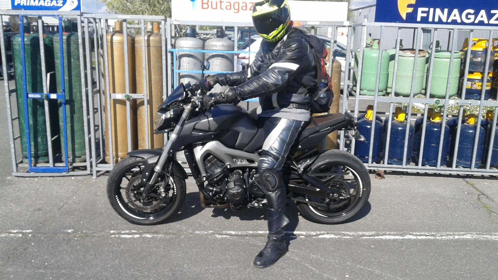 MT-09 Akrapovic Carbon grey/black street rally - Page 3 18046120160417111432