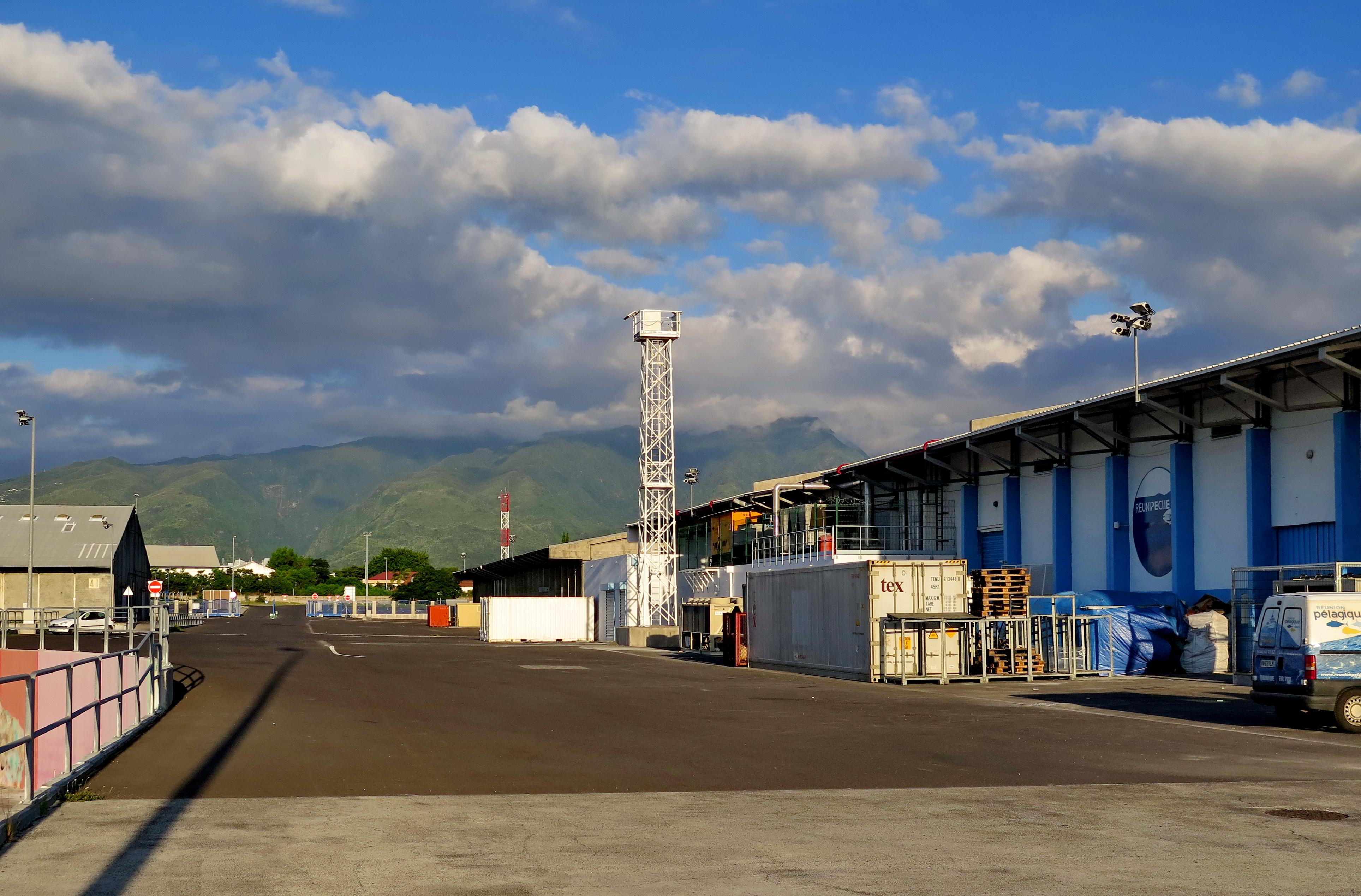 [Vie des ports] Les ports de la Réunion - Page 6 181420leportsolange056