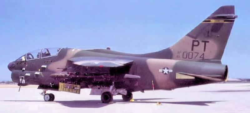 LTV A-7 Corsair II [NOUVELLE VERSION] 183106LTVA7KCorsairII2