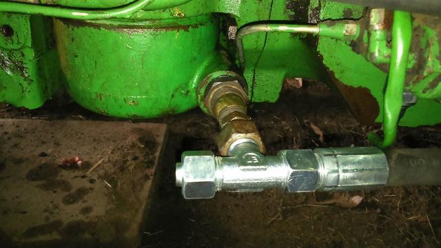 installation d'un distributeur hydraulique  - Page 2 189426DSC0027