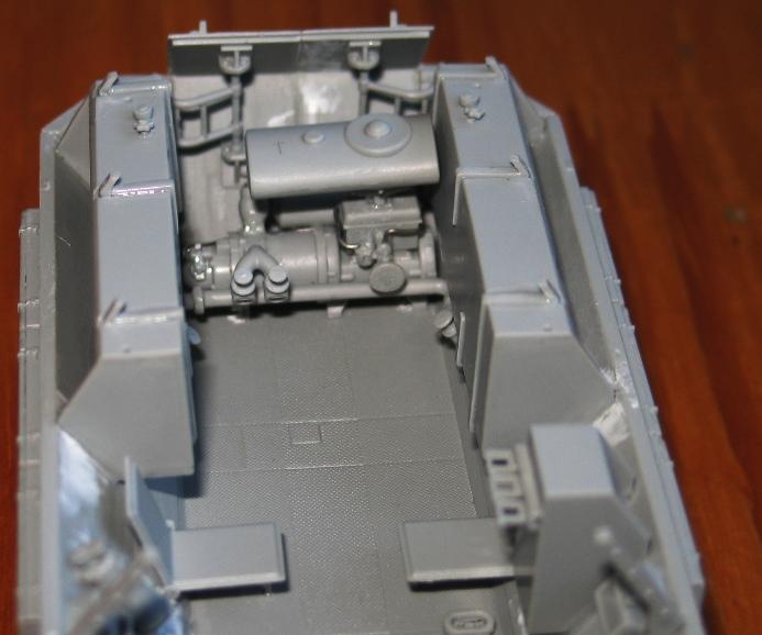 sd.kfz 251/16 flammpanzerwagen  Dragon 1/35 199930modles110004