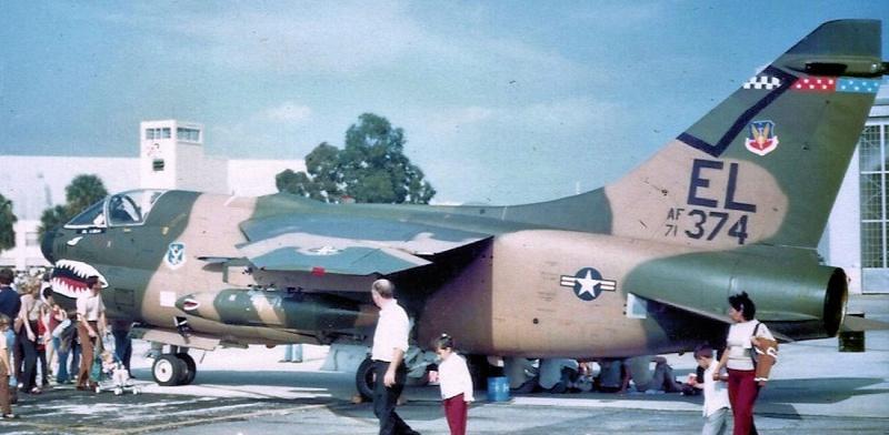 LTV A-7 Corsair II [NOUVELLE VERSION] 208443LTVA7DCorsairII76