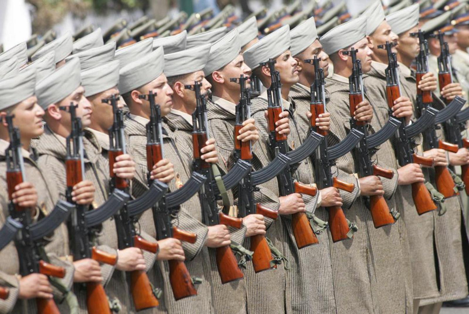 Armes d'Infanterie chez les FAR / Moroccan Small Arms Inventory - Page 7 218675Soldadosmarroquies