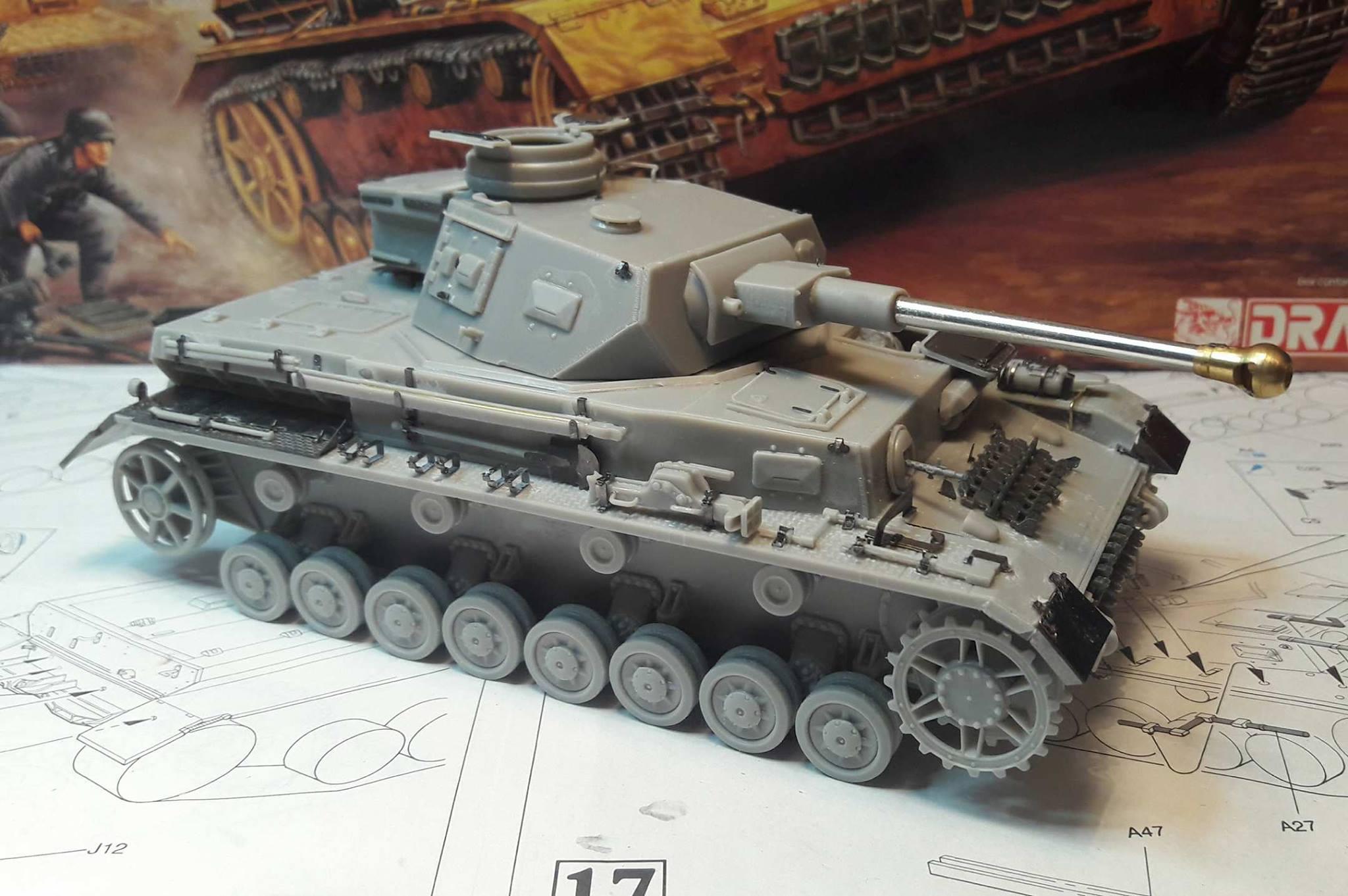 PzKpfw. IV Ausf. F2 - Dragon - Page 2 22881121191080102121914089949691092654988o