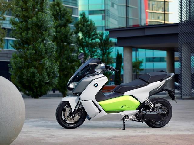 Venez essayer le scooter électrique BMW C evolution au 1er Salon du Véhicule Electrique de Val d'Isère du 16 au 19 juillet 2015. 229053P90132921