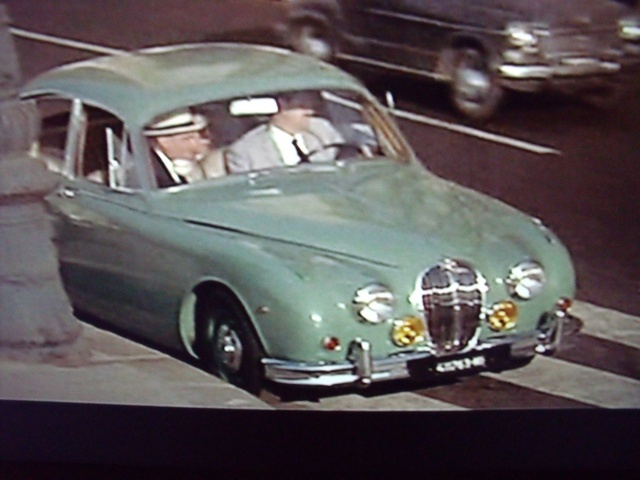 Jaguar MKII Saloon de Léopold Saroyan dans le Corniaud 230634DSCF6441