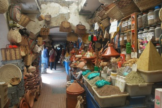 Essaouira.... 236294soukdessaouiraderrieremarcheauxpoissons