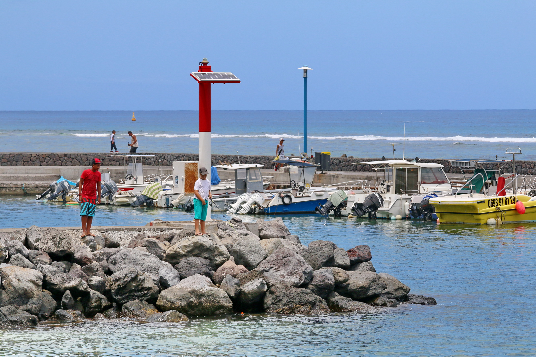 [Vie des ports] Les ports de la Réunion - Page 3 241403stpierrestleu70d048
