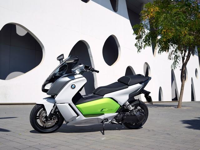 Venez essayer le scooter électrique BMW C evolution au 1er Salon du Véhicule Electrique de Val d'Isère du 16 au 19 juillet 2015. 245257P90132924
