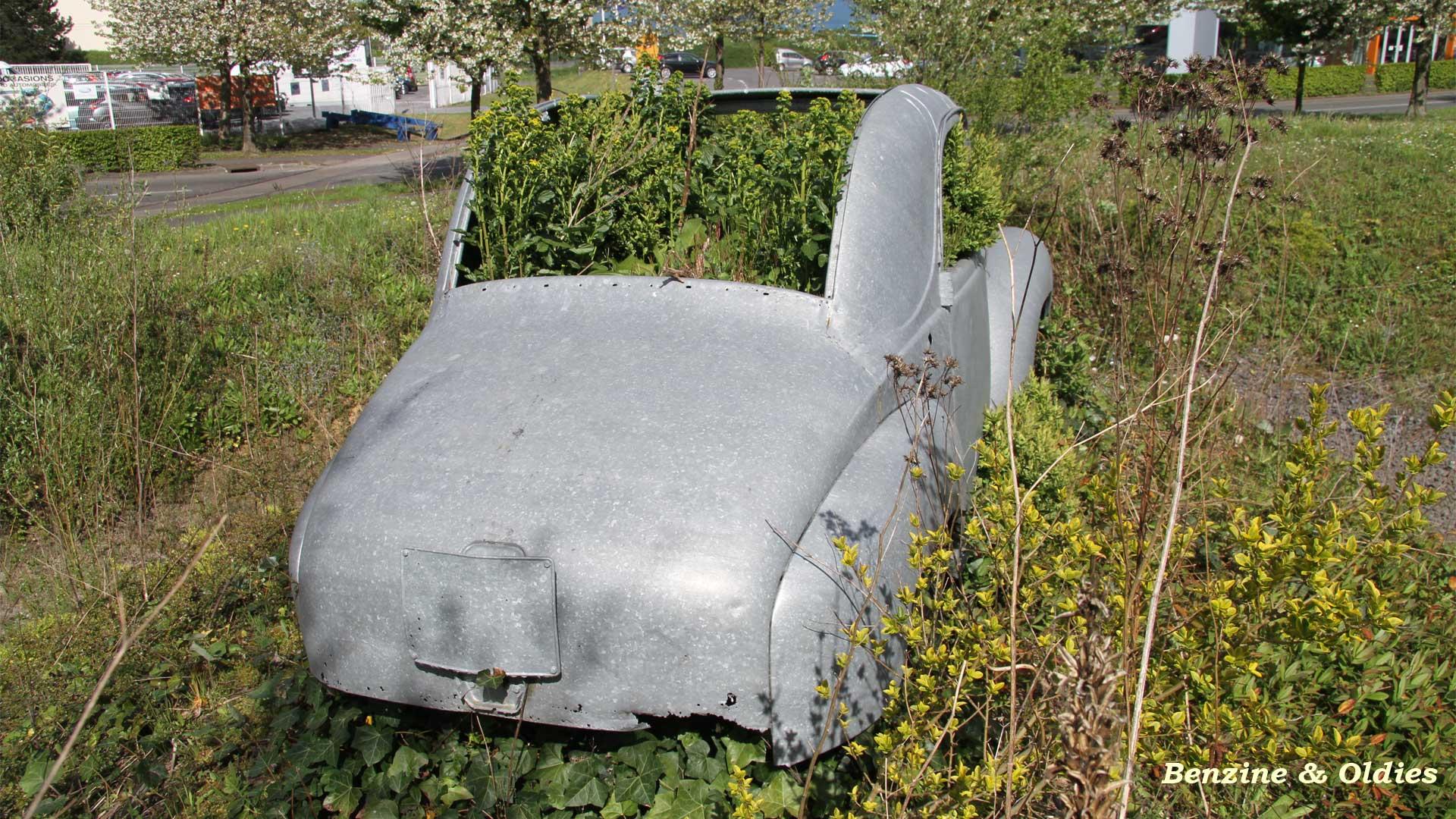 une Simca 6 carrosserie aluminium oubliée dans la nature - Simca6 - Page 2 249012simca6street32w19201080