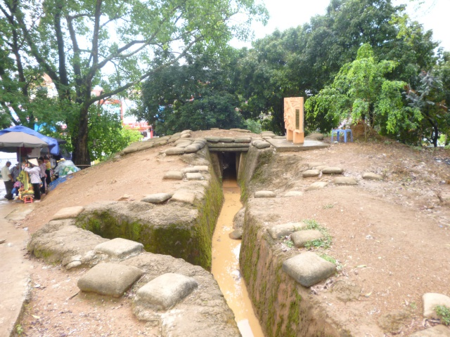 Tourisme historique à Dien Bien Phu 249116P1030709
