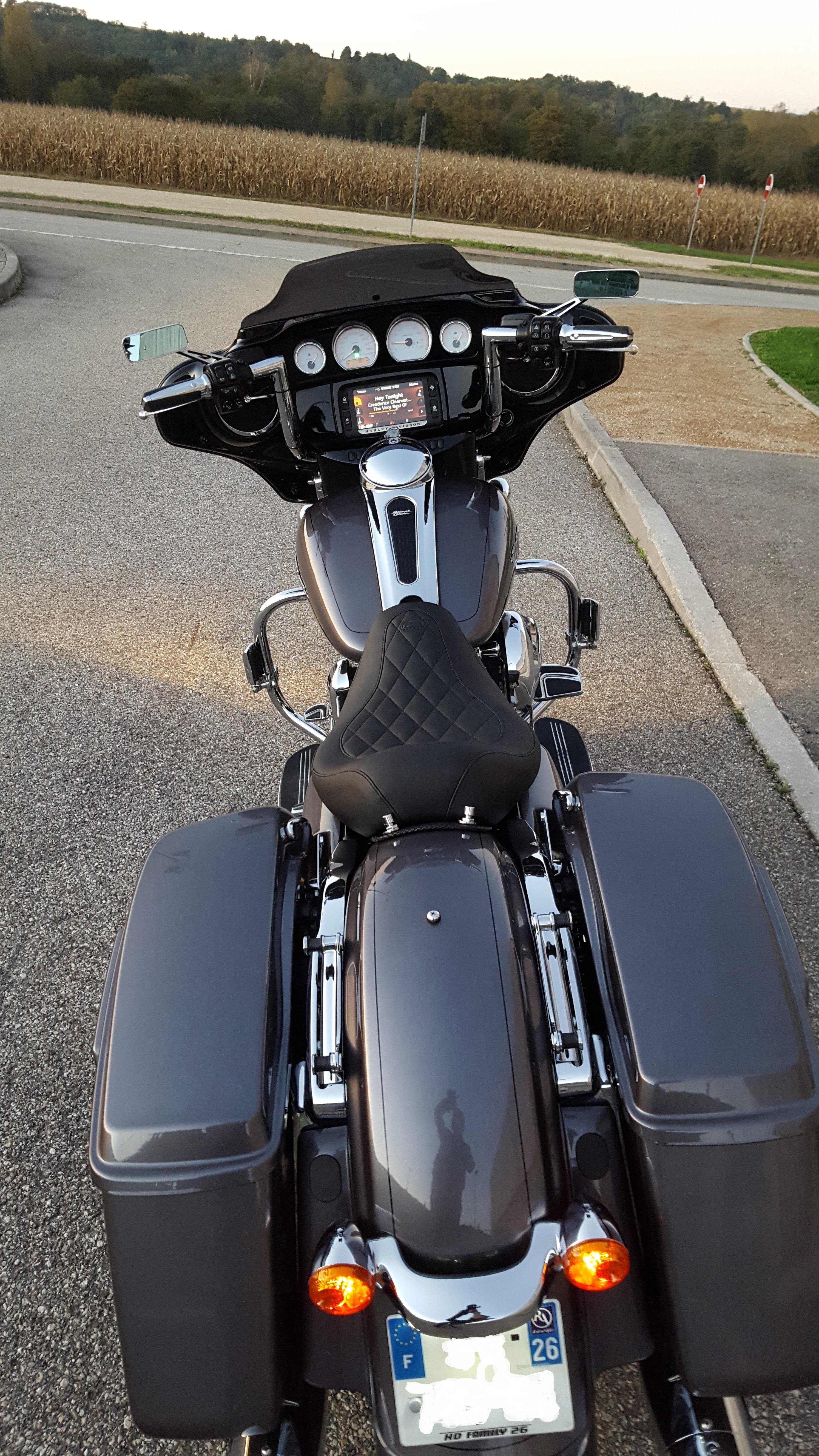 combien de STREET GLIDE  sur le forum Passion-Harley - Page 14 25201820161015190055