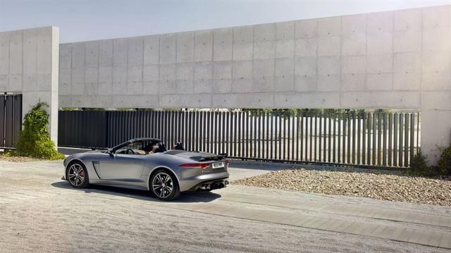 Nouvelle Jaguar F-TYPE SVR : La Supercar Capable D'atteindre 322 km/h Par Tous Les Temps 258787JAGUARFTYPESVR21CONVERTIBLELocationLowRes