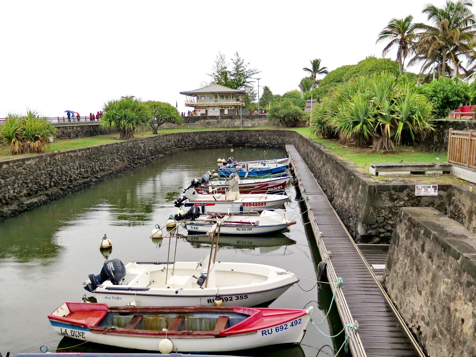 [Vie des ports] Les ports de la Réunion - Page 2 269292saintpierre030